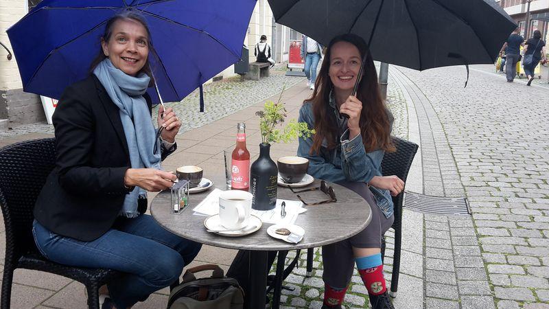 Stipendiatin Sandra Gugić mit Kerstin Fischer beim Begrüßungs-Kaffee